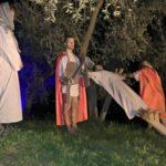 Jesus wird ans Kreuz geschlagen