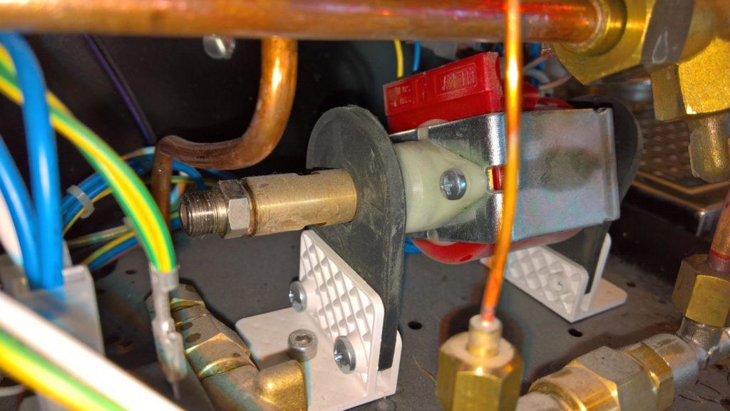 Vibrationspumpe mit gelöstem Druckschlauch